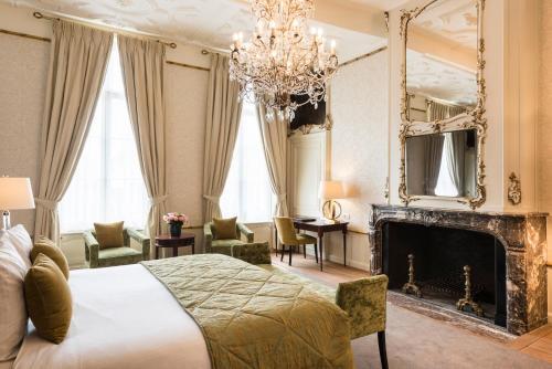 Prinsenhof 8, 8000 Bruges, Belgium.