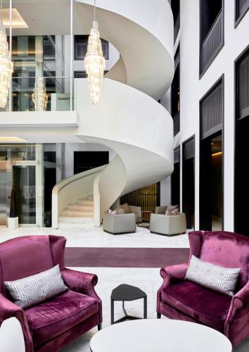 Queen Victoria Hotel Photo