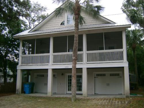 Quit Yer Crab Inn - 5 Bedroom - Tybee Island, GA 31328
