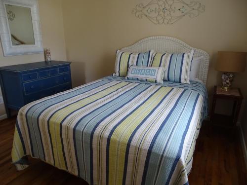 Palmwood Paradise - 3 Bedroom - Tybee Island, GA 31328