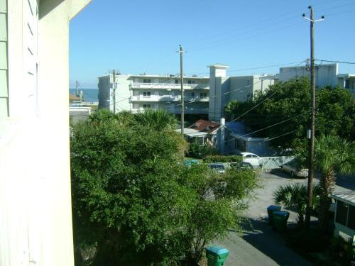 Tybee Getaway - 3 Bedroom - Tybee Island, GA 31328