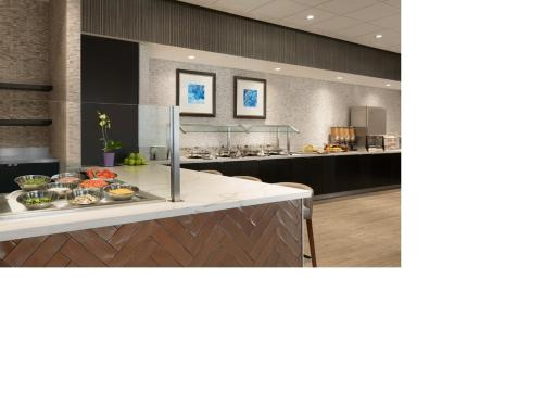 Embassy Suites By Hilton Toronto Airport photo 12