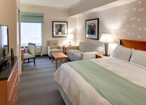 Radisson Hotel & Suites Fallsview Photo