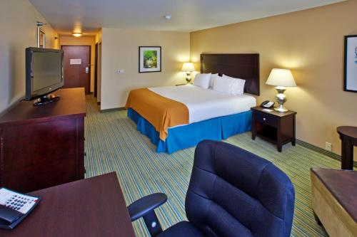 Holiday Inn Express Waterloo - Waterloo, IA 50702