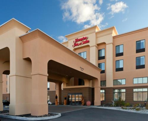 Hampton Inn & Suites Fairbanks - Fairbanks, AK 99701
