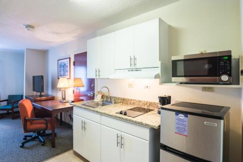 Suburban Extended Stay Hotel Duluth Photo