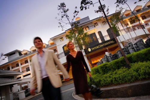 1A Nghi Tam Street, Tay Ho, Hanoi, Vietnam.