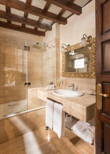 Habitación Doble Básica Hotel Casa 1800 Granada 4