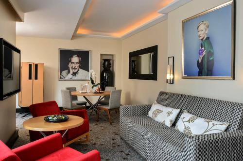 1 rue Notre Dame 26, 06400 Cannes, France.