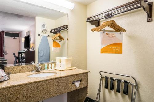 Quality Inn Bradenton - Sarasota North Photo