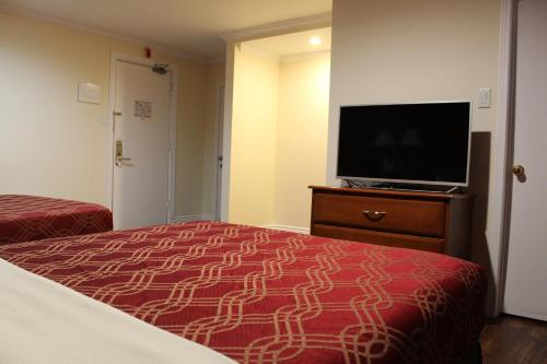 EconoLodge Inn & Suites - Pembroke Photo