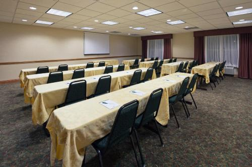 Country Inn & Suites by Radisson, Elyria, OH Photo