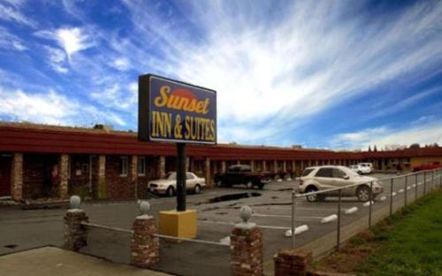 Sunset Inn and Suites West Sacramento Photo
