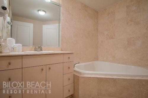Sea Breeze 604 Deluxe - Two Bedroom Apartment - Biloxi, MS 39531