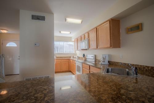 Oak Shores 138 - Two Bedroom Apartment - Biloxi, MS 39531
