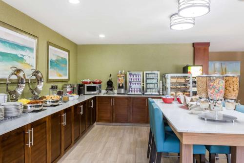 Hawthorn Suites by Wyndham Naples Photo