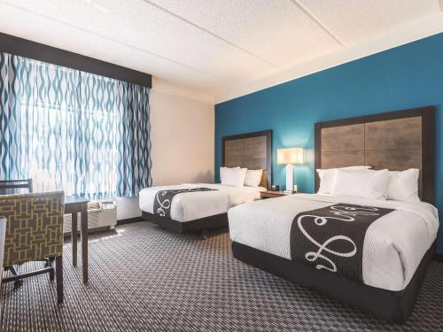 La Quinta Inn & Suites Orlando Lake Mary Photo