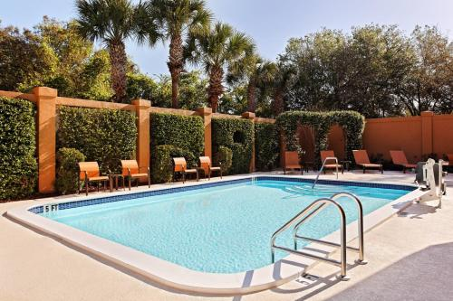Courtyard By Marriott Tampa North