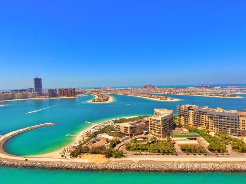 The Palm Jumeirah, East Crescent 18652, Dubai, United Arab Emirates.