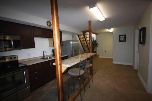 R&r Vacation Rental - Richmond, BC V7E 1C2