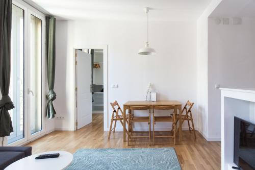 Modern Corner in Listed Building photo 8