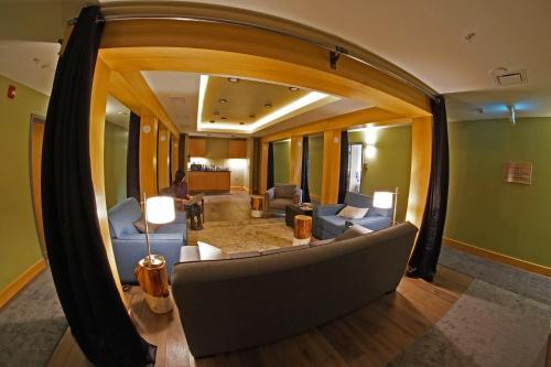 Savoy Hotel - Nelson, BC V1L 4H2