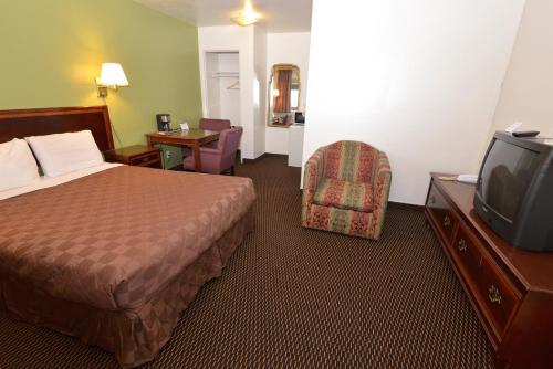 Rodeway Inn & Suites Pendleton Photo