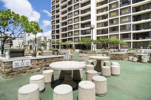 Waikiki Banyan Tower 1 Suite 2210 Photo
