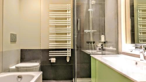 BizFlats Eixample Apartments photo 26