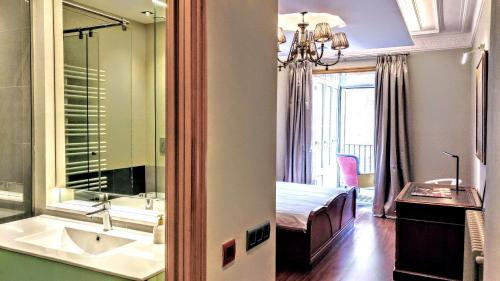 BizFlats Eixample Apartments photo 28