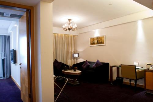 Wealthy All Suite Hotel Suzhou photo 48