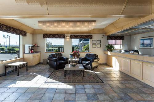 Shilo Inn Suites Warrenton Photo