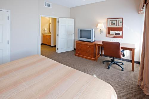 Candlewood Suites Indianapolis City Centre - Indianapolis, IN 46222