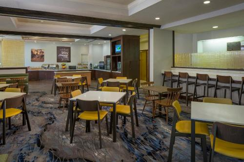 Fairfield Inn & Suites by Marriott Orlando Lake Buena Vista photo 4