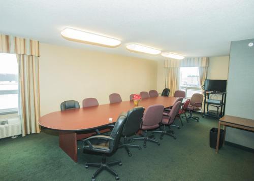 Lakeview Inn & Suites Fort Saskatchewan Photo