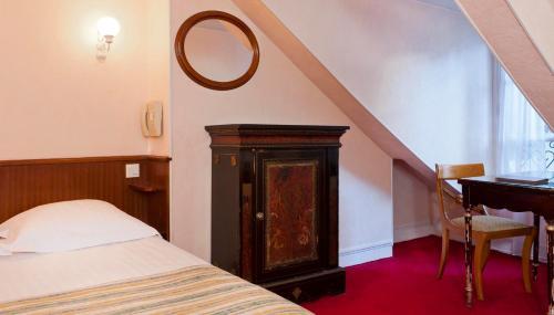Hotel Du Quai Voltaire photo 31