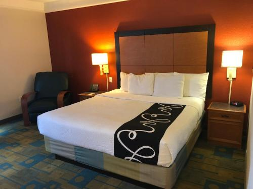 La Quinta Inn & Suites Jacksonville Butler Boulevard Photo