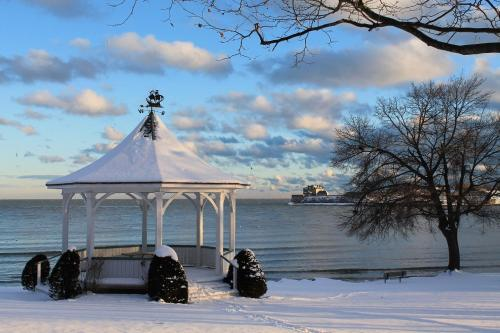 Harbour House - Niagara On The Lake, ON L0S 1J0