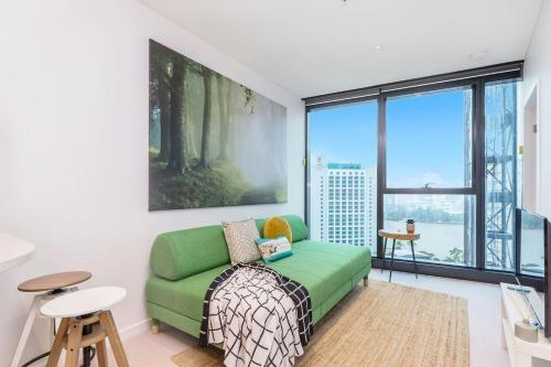 SKY 2 BED IN HEART OF BNE CITY | POOL & GYM QBN222