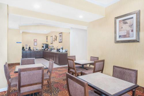 Microtel Inn & Suites by Wyndham Corpus Christi/Aransas Pass Photo