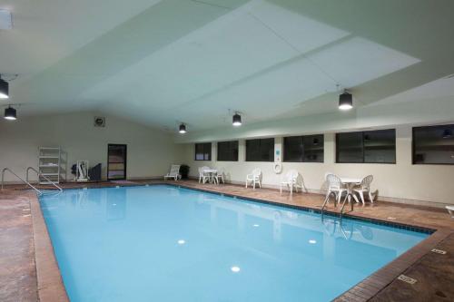 Hawthorn Suites Midwest City Photo
