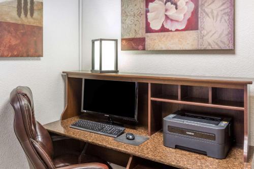 Microtel Inn & Suites by Wyndham Salt Lake City Airport Photo