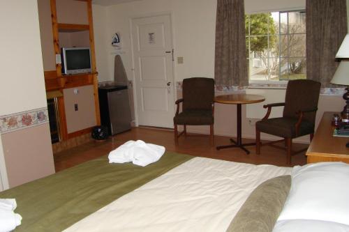 Colonial Resort & Spa - Gananoque, ON K7G 2H5
