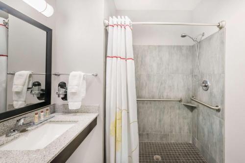 Hawthorn Suites by Wyndham Midland Photo