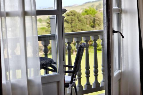 Deluxe Double Room with Balcony and Sea View Hotel Iturregi 3