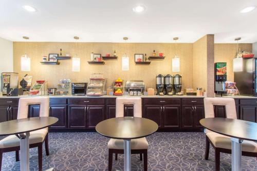 Hawthorn Suites Sterling Dulles North Photo