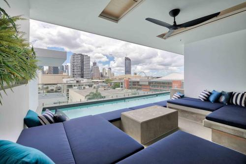 1 Bedroom With Pool, Gym, Views & Parking