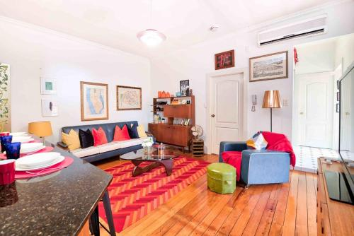 Gorgeous Two Bedroom Unit - So Close to CBD!