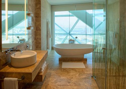 Hyatt Capital Gate Abu Dhabi photo 2