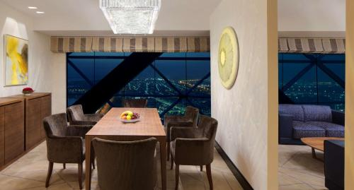 Hyatt Capital Gate Abu Dhabi photo 31